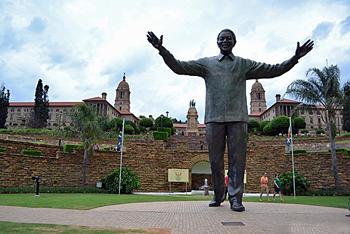 Nelson Mandelabronze sculpture