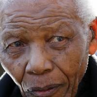 Mandela 'wanted daughters to back off'
