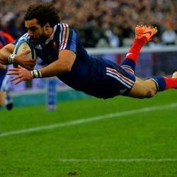 France stun England after late try