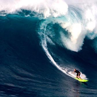 Women charge into Giant Surf for The Big Wave Award