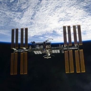 NASA 'not close' to bringing crew back