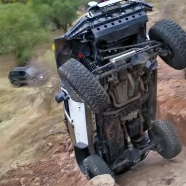 'Stadig! F*k!' Jeep almost flips over!