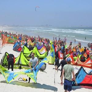 Cape Town sets NEW kite-surfing world record